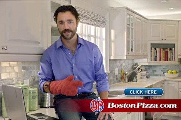 Boston Pizza: Finger Cooking Caught Lying Down