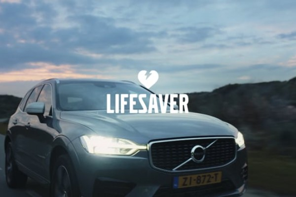Volvo cars with an AED: Volvo Lifesaver