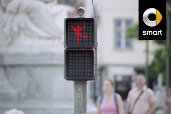 Smart: a genial dancing traffic light